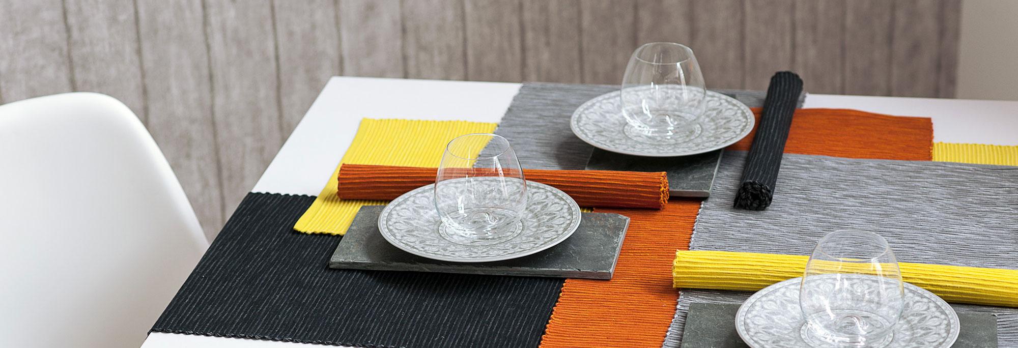 tisch decken tischdecken so decken sie ihren tisch wie im tischdecken baskische plauener. Black Bedroom Furniture Sets. Home Design Ideas